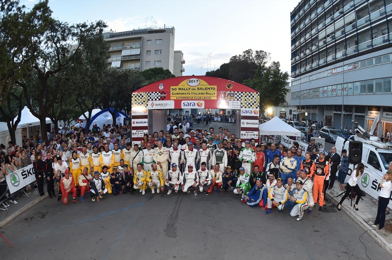 Foto di gruppo dei partecipanti al 50° Rally del Salento