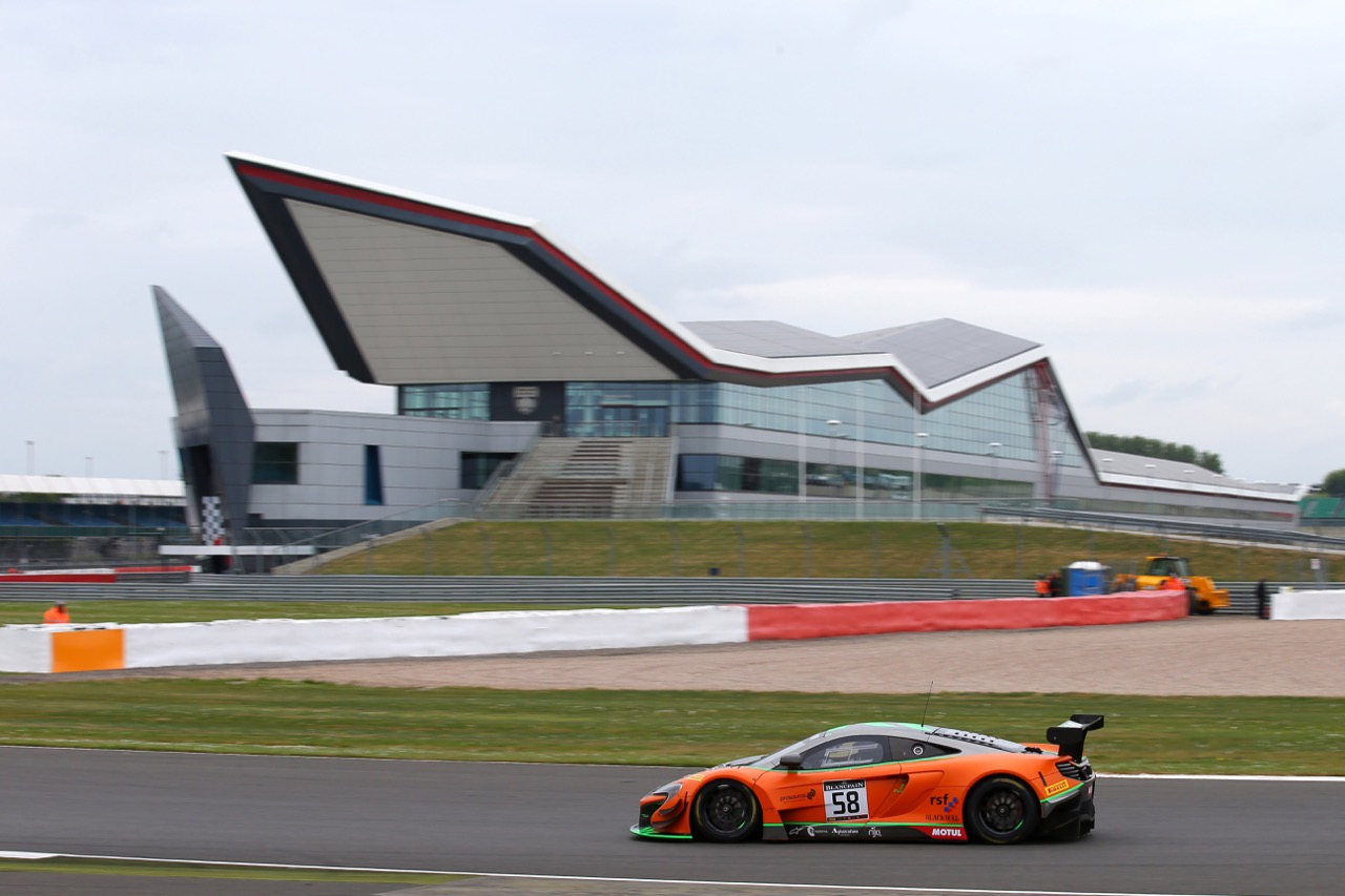Strakka Racing - Côme Ledogar(FRA), Rob Bell(GBR), Ben Barnicoat(GBR) - McLaren 650 S GT3