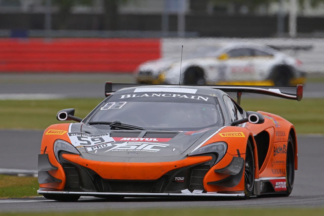 Strakka Racing - Andrew Watson(GBR), Jazeman Jaafar(THA), Dean Stoneman(GBR) - McLaren 650 S GT3