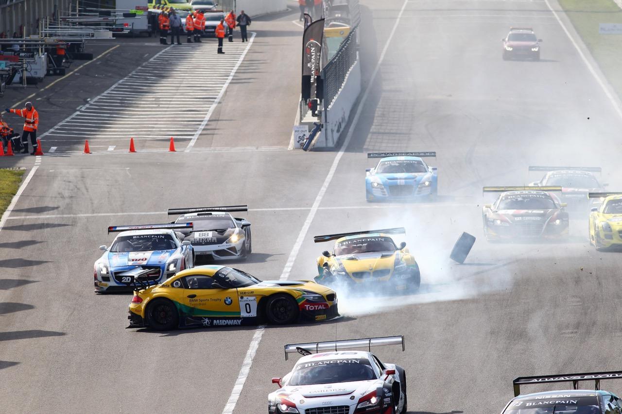 11.10.2015 -  Race 2, Start of the race, Crash between Caca Bueno - Sergio Jimenez, BMW Z4, AH Competiçoes Team Brasil and Atila Abreu - Valdeno Brito, BMW Z4, AH Competiçoes Team Brasil