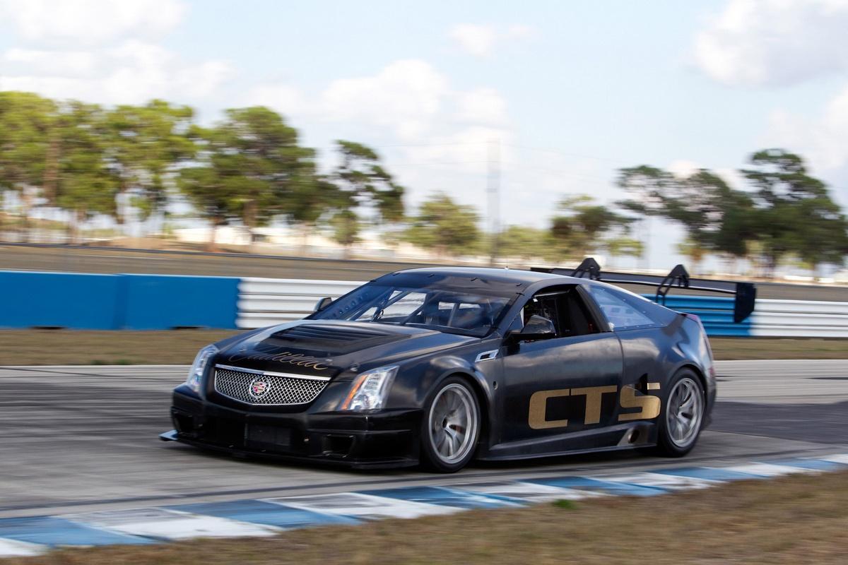 Cadillac Cts V Coupe Race Car In Pista Foto 16 Di 21