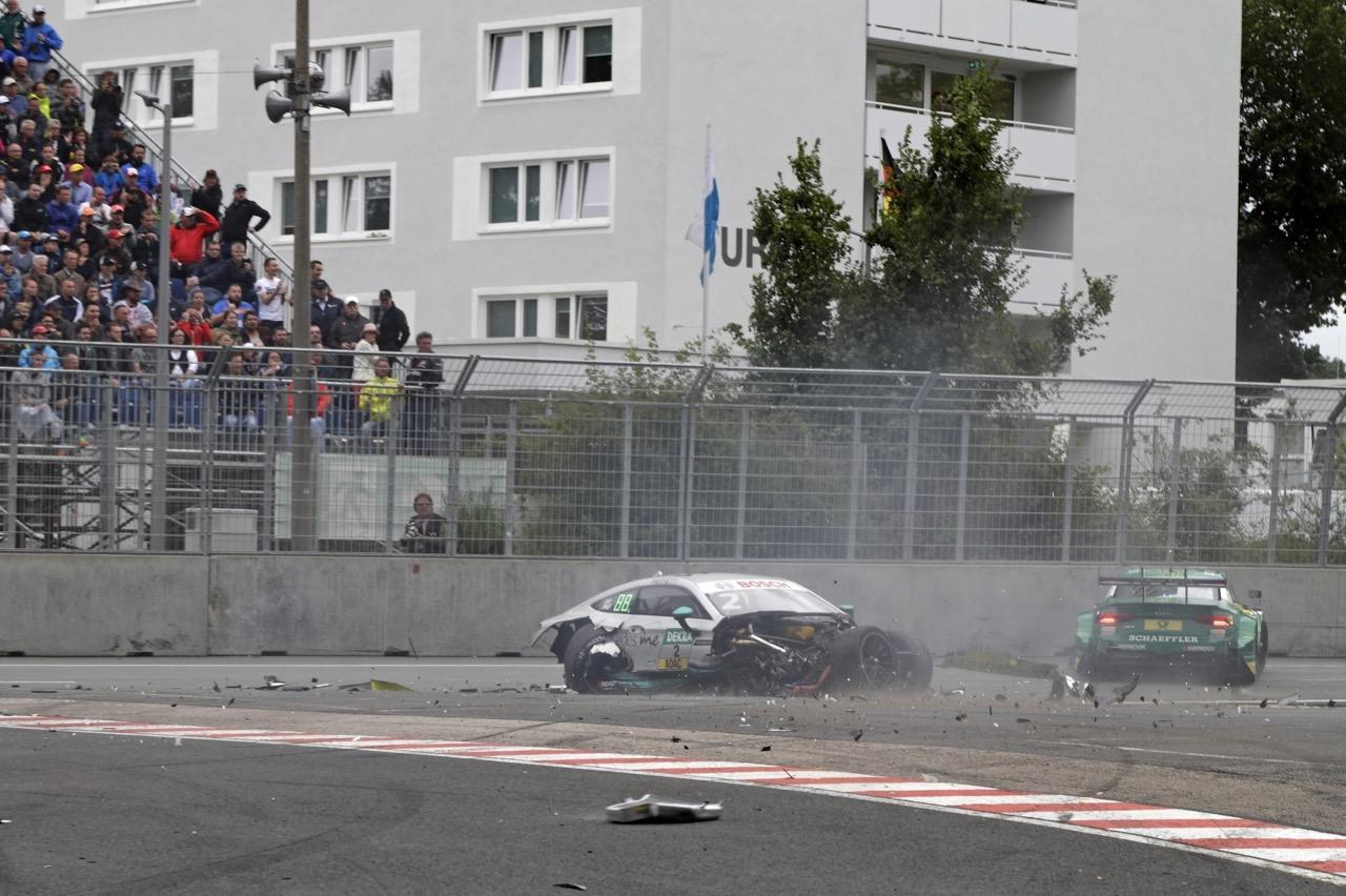Crash Gary Paffett (GBR) - Mercedes-AMG C63 DTM Mercedes-AMG Motorsport Mercedes me Mike Rockenfeller (GER) - Audi RS 5 DTM Audi Sport Team Phoenix 02.07.2017
