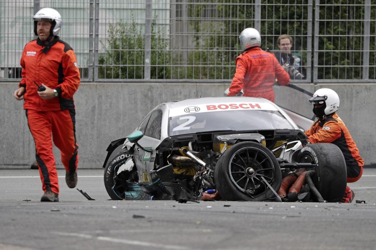 Crash Gary Paffett (GBR) - Mercedes-AMG C63 DTM Mercedes-AMG Motorsport Mercedes me 02.07.2017