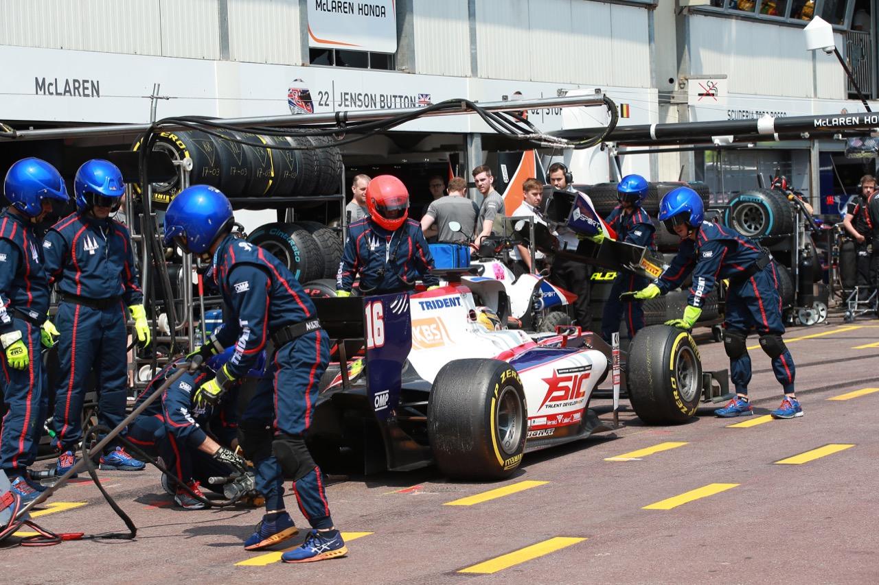 26.05.2017 - Race 1, Pit stop, Nabil Jeffri (MAL) Trident