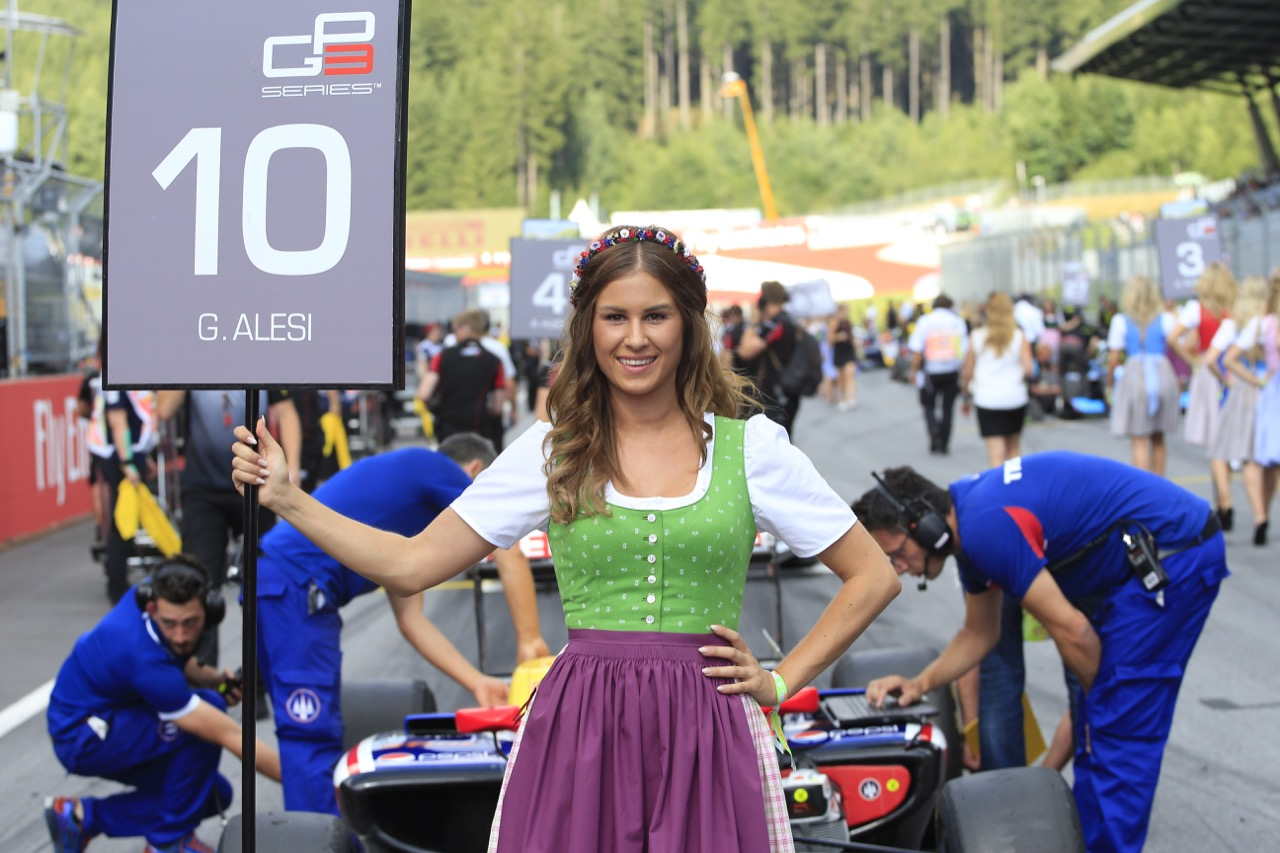 08.07.2017- Race 1, grid girs