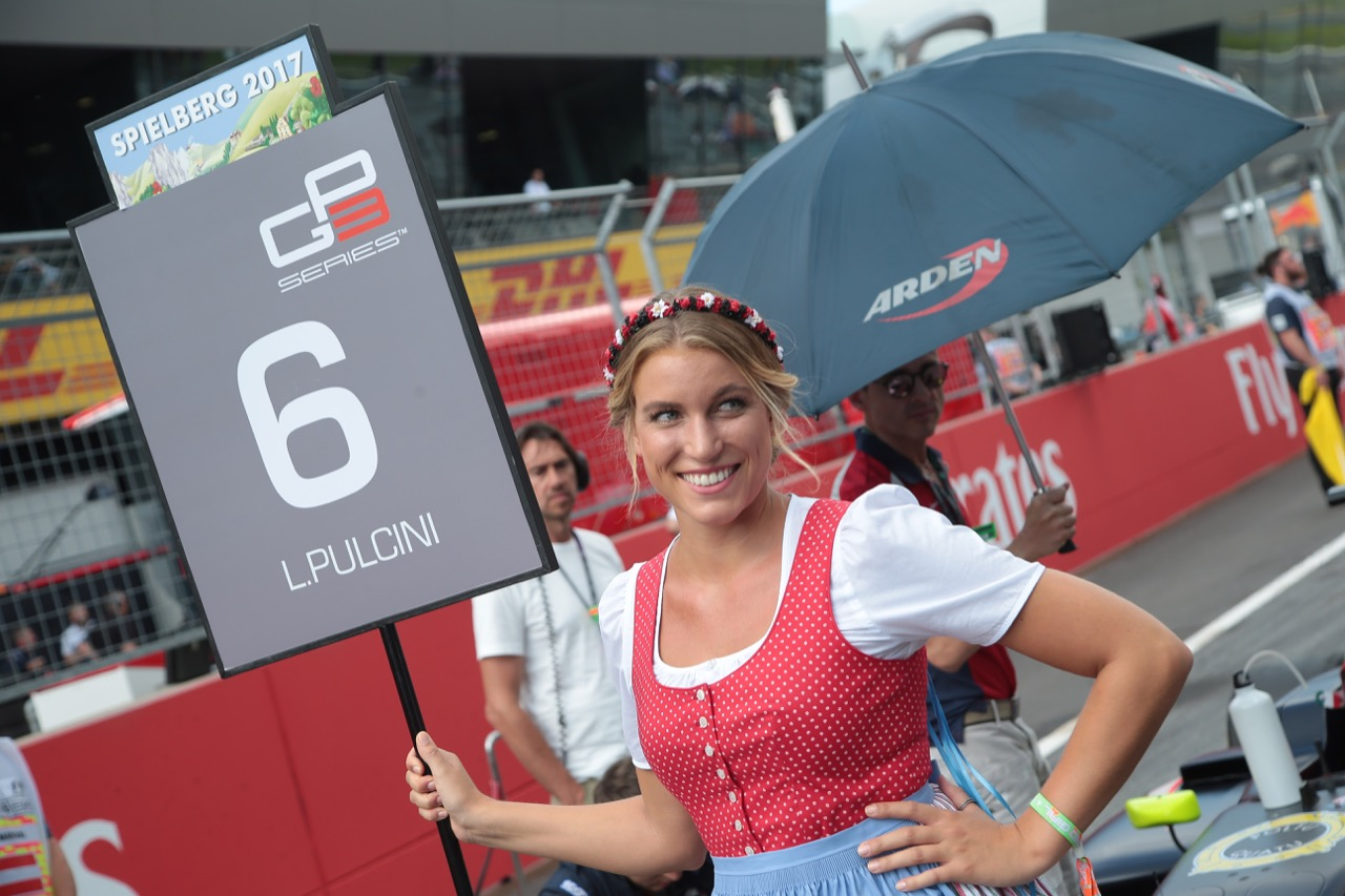 08.07.2017- Race 1, grid girs