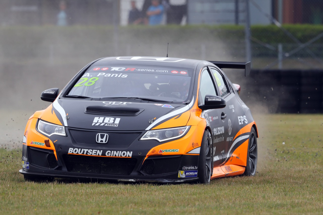 09.07.2017 - Race 1, Aurélien Panis (FRA) Honda Civic Type-R TCR, Boutsen Ginion Racing retires from the race