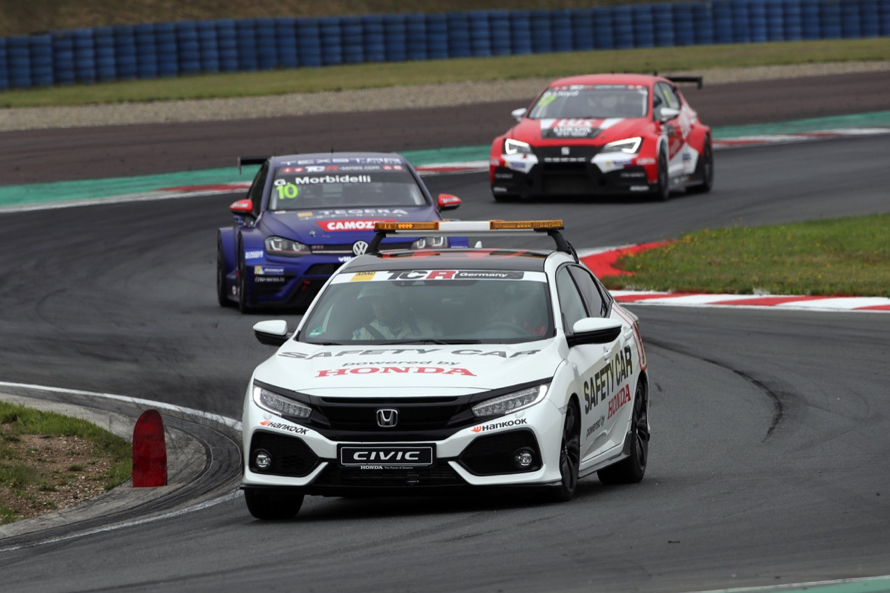 09.07.2017 - Race 1, The Safety car and Gianni Morbidelli (ITA) Volkswagen Golf GTi TCR, West Coast Racing