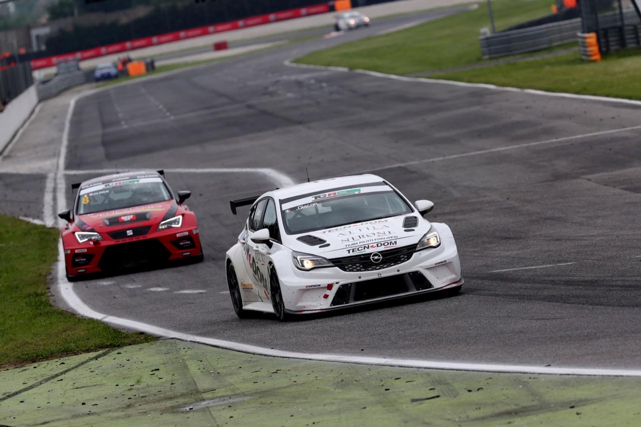 J Giacon-Giacon (Opel Astra-TCR-TCR #15), Nicola Baldan (Pit Lane,Seat Leon TCR-TCR #8)