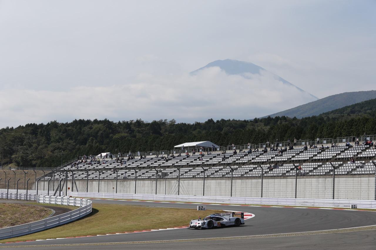 Timo Bernhard (GER) / Mark Webber (AUS) / Brendon Hartley (NZL) #17 Porsche Team Porsche 919 Hybrid. 09.10.2015.