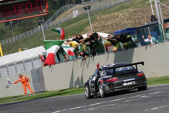 Carrera Cup Italia: Alex Frassineti vince al Mugello