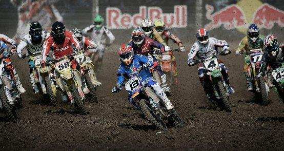 Red Bull Moto chiX, per ragazze che non hanno paura di sporcarsi… le ruote!