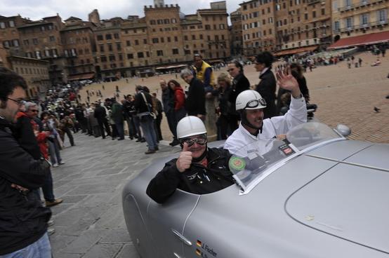 Mille Miglia: Bmw trionfa con la 328 Touring Coupé di Cané e Galliani