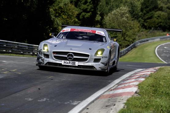 Mercedes SLS AMG GT3 al debutto sul circuito del Nürburgring