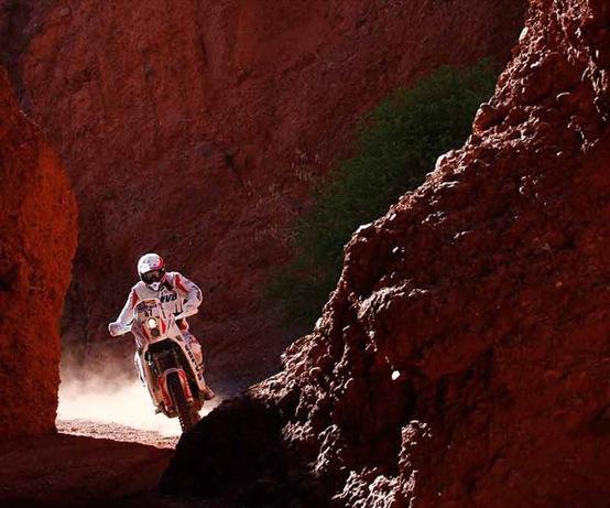 Dakar 2011: Coma balza in testa nelle moto. Sainz ancora avanti su quattro ruote