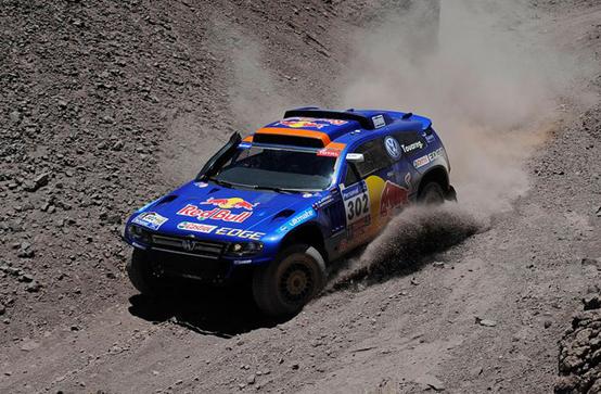 Dakar 2011: Goncalves vince per altruismo. Peterhansel si aggiudica la tappa e insidia Sainz