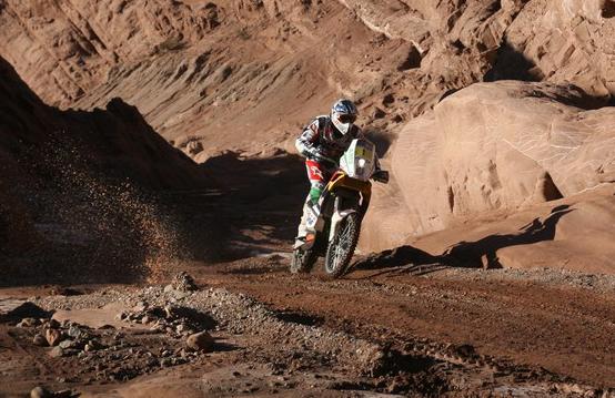 Dakar 2011: Come gestisce, ma Despres guadagna terreno. Al Attiyah domina, mentre Sainz è fuori dai giochi