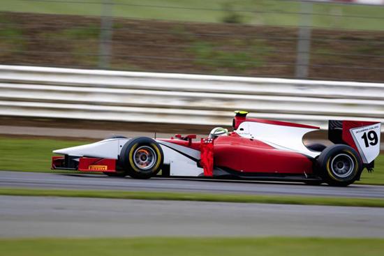 GP2 – Rigon scopre la nuova GP2 e le gomme Pirelli
