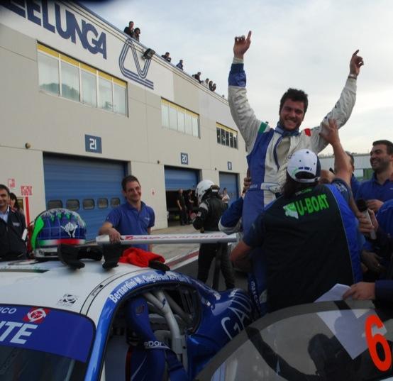 Giro d'Italia Automobilistico: Pitorri, Gagliardini e Bernardini vincono sulla Porsche Cayman