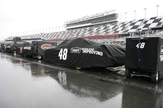 Daytona 500, ancora un rinvio per pioggia