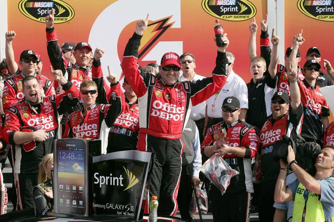 Nascar Sprint Cup – Primo successo per Stewart a Las Vegas