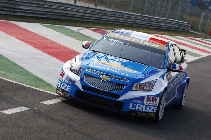 WTCC – Warm Up, domina Muller, la Seat di O'Young prende fuoco