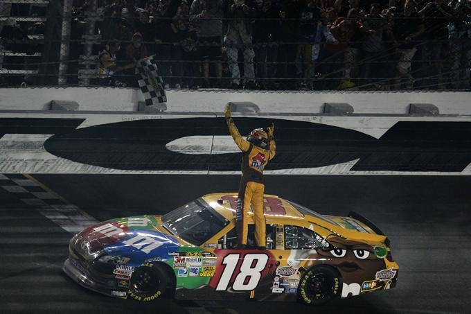 Nascar Sprint Cup – Kyle Busch ci ha preso gusto a Richmond