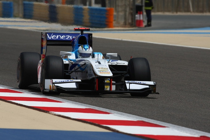 GP2 – Pole e Gara 1 a Johnny Ceccotto