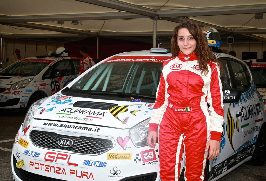 Alessandra Brena  pronta a scaldare l'autodromo di Franciacorta