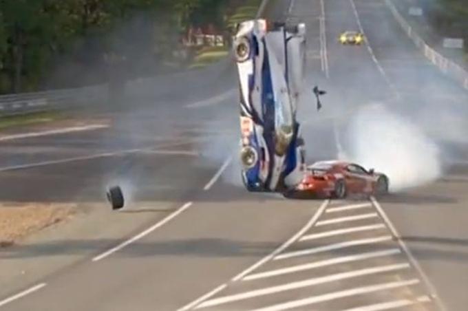 24 Ore di Le Mans – Terrore alla 5a ora: incidente tra Davidson e Perazzini