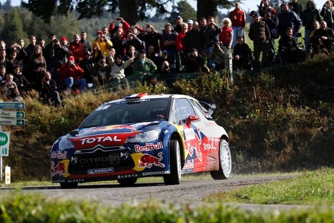 WRC – Séb sempre al comando in Francia
