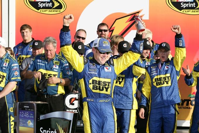 Nascar Sprint Cup – Kenseth suona la terza al Kansas Speedway