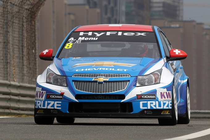 WTCC – Chevrolet in pole con Alain Menu