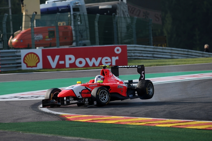 GP3 – Fumanelli domina a Estoril