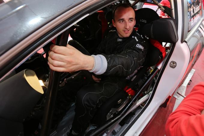 Rally du Var – Paura per Kubica: la sua Citroen prende fuoco