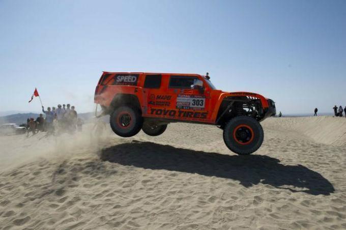 Dakar 2013 – Gordon firma la prima tra le auto