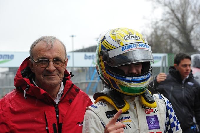 Auto GP – Kimiya Sato punta al titolo