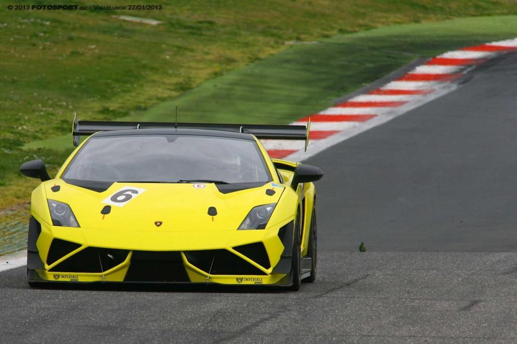 Alessandra Brena impressiona al volante della Lamborghini del Team Imperiale