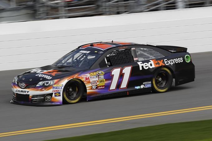 NASCAR – Hamlin in pole a Fontana