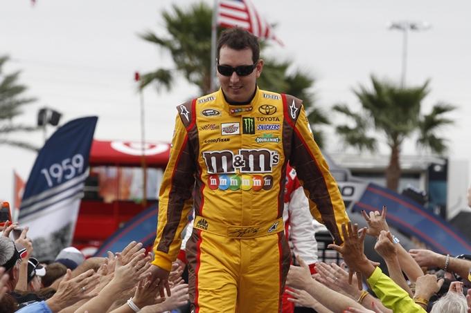 NASCAR Sprint Cup – A Fontana tocca a Kyle Busch