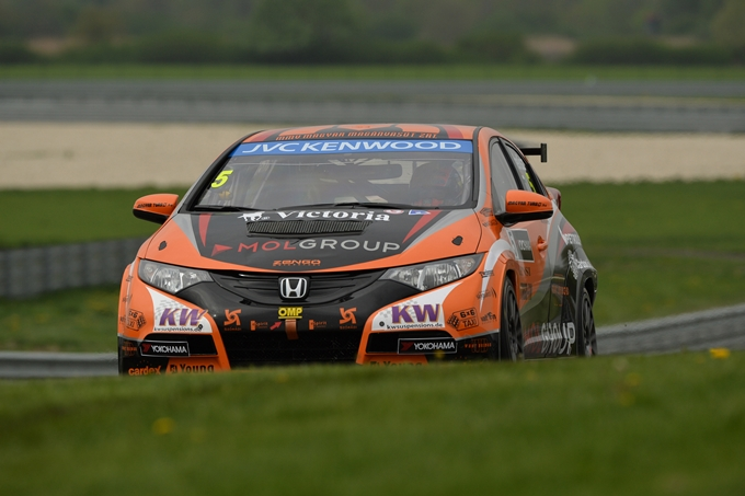 WTCC – Warm up all'insegna di Michelisz, paura per Chilton