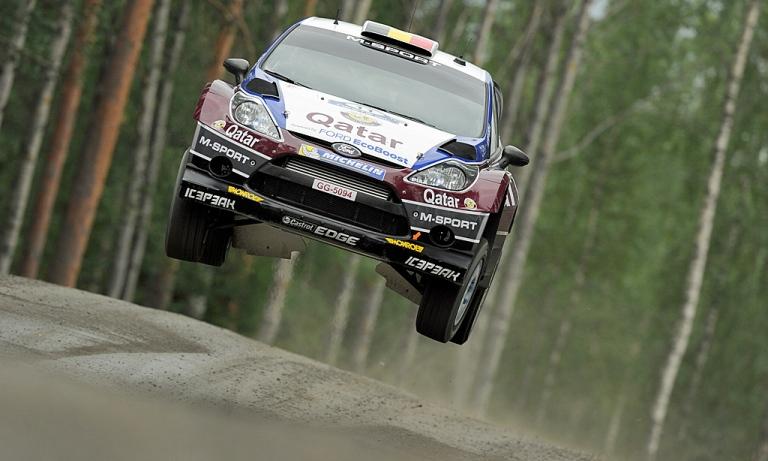 WRC – Neuville e Ogier in testa a Jyväskylä