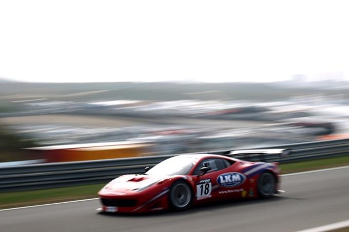 British GT – A Donington Park la Ferrari conquista il podio