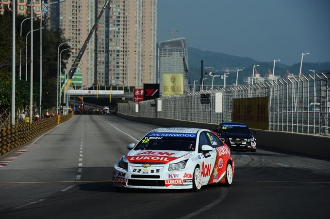 WTCC – Yvan Muller leader a Macao