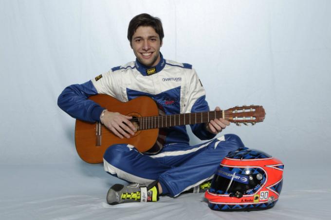 Auto GP – Andrea Roda rinnova con Virtuosi UK
