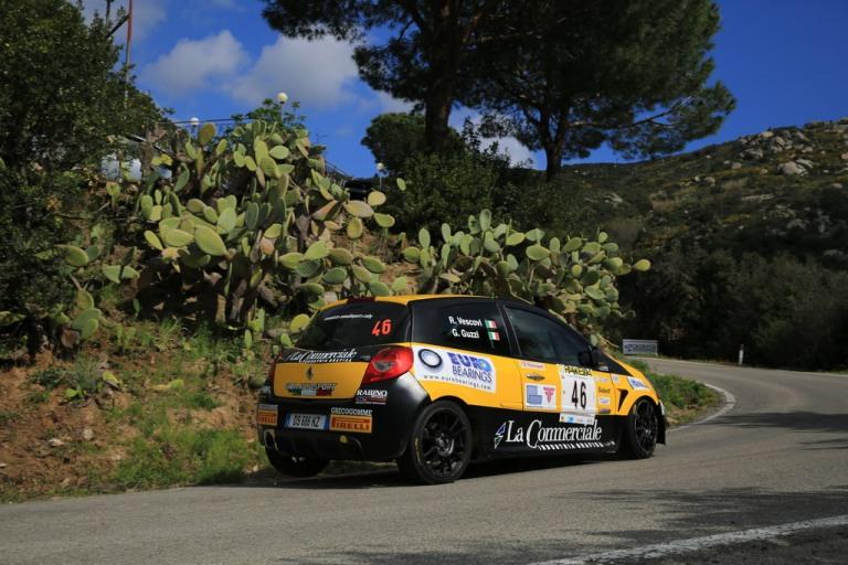 Dopo la prima speciale Vescovi guida il Rally Elba Internazionale  tra le Clio R3