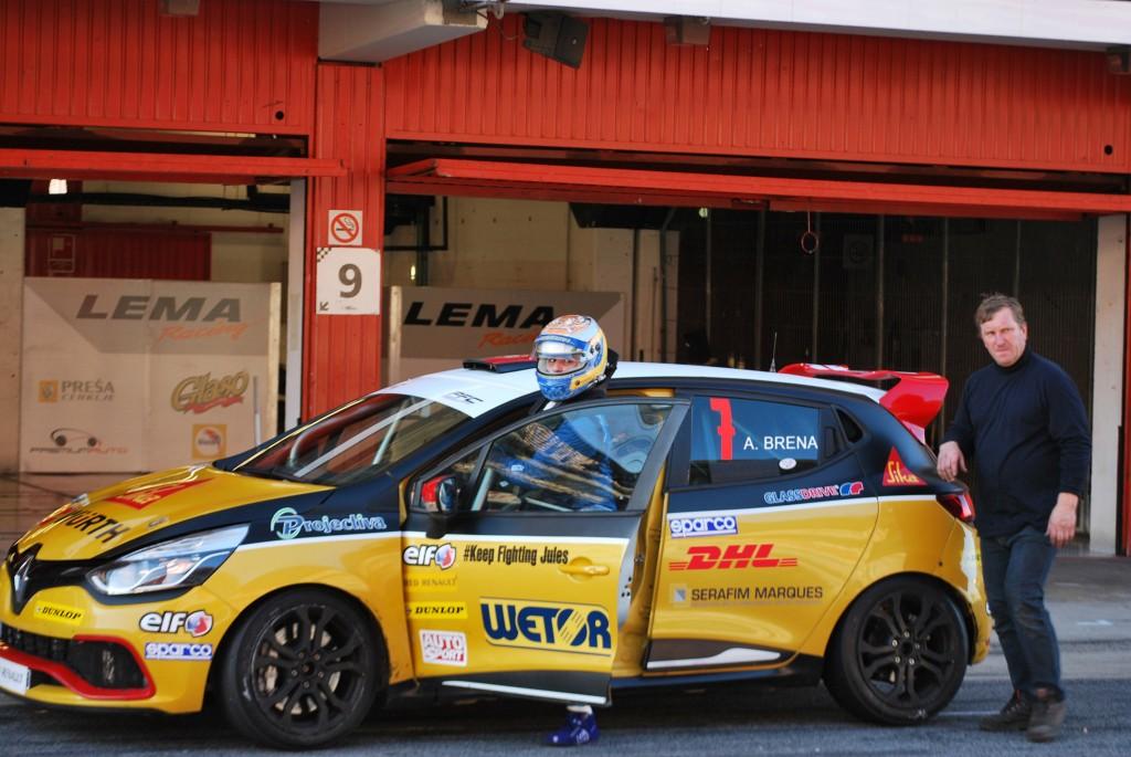 Alessandra Brena in azione con la Clio RS4