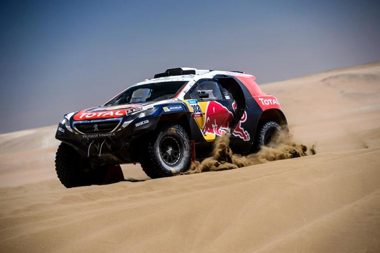 Speciale Dakar 2015: Peugeot appena fuori dalla top ten con Peterhansel