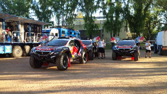 Speciale Dakar 2015: Sainz si conferma il riferimento Peugeot