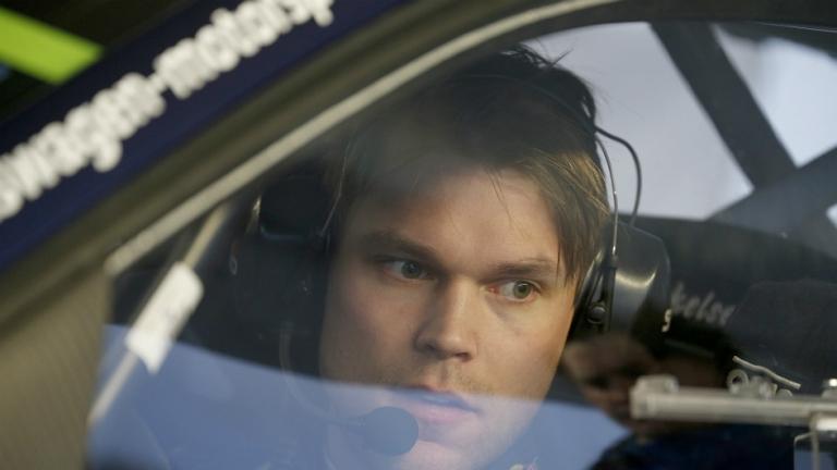 WRC – Mikkelsen tiene ma Ogier morde